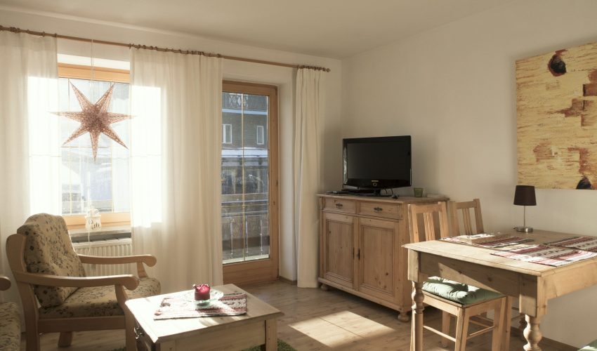 Helles Wohnzimmer mit Balkon